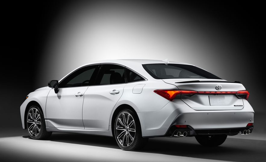 2019 Toyota Avalon - Slide 6