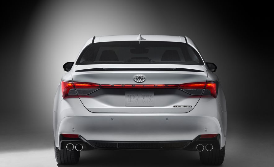 2019 Toyota Avalon - Slide 7