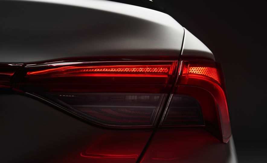 2019 Toyota Avalon - Slide 10