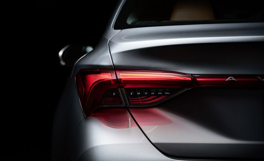 2019 Toyota Avalon - Slide 33
