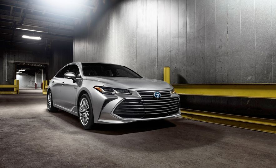2019 Toyota Avalon - Slide 1