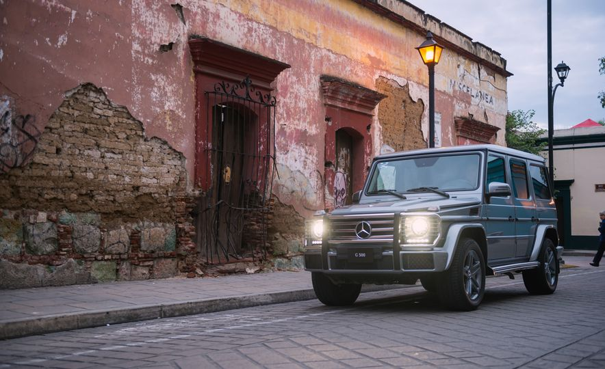 Mercedes-Benz G-500 - Slide 12
