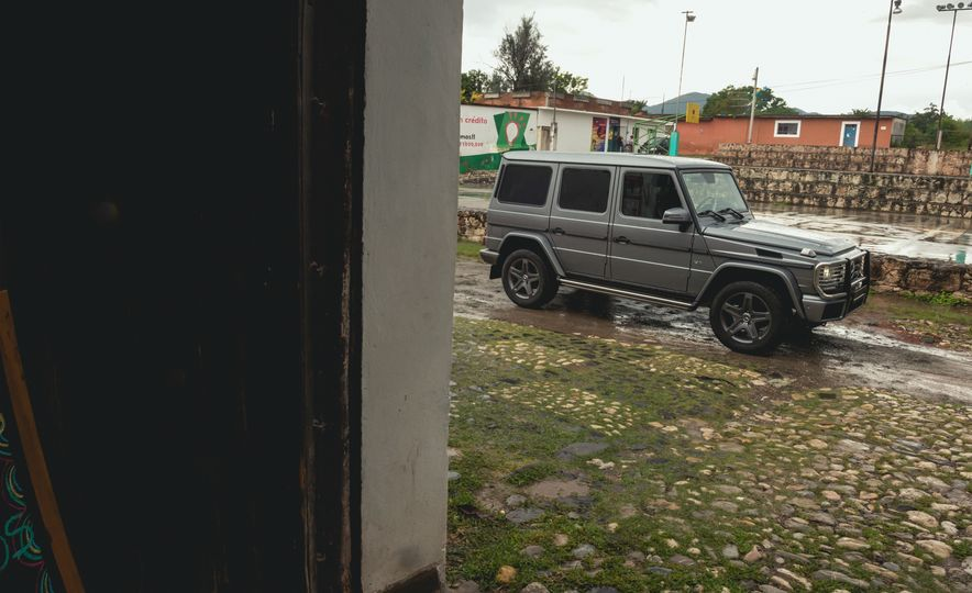 Mercedes-Benz G-500 - Slide 24