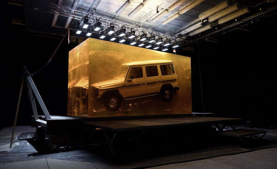 A Stunt that Resin-ates: Mercedes-Benz Encases an Original G-class in Synthetic Resin - Slide 1