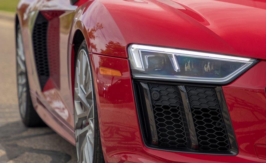 2017 Audi R8 Spyder - Slide 12