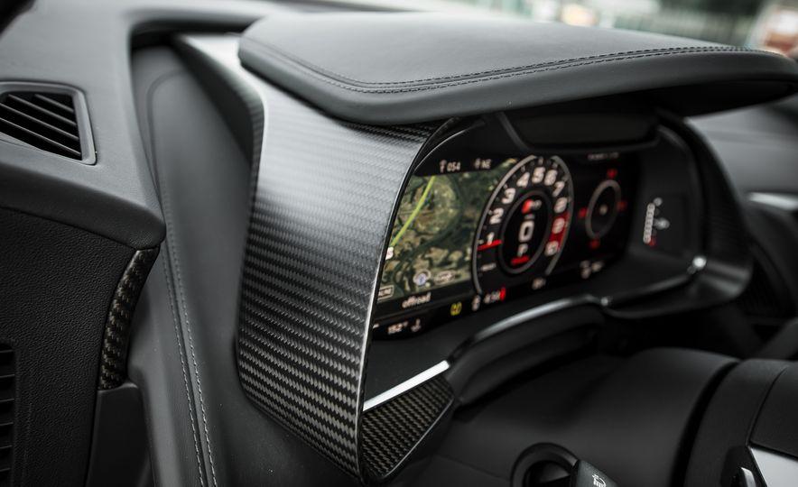 2017 Audi R8 Spyder - Slide 33