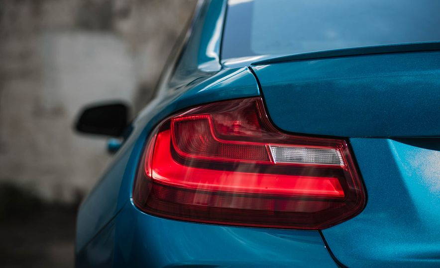 2016 BMW M2 - Slide 20