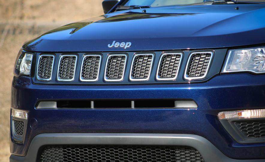 2017 Jeep Compass Sport manual - Slide 7