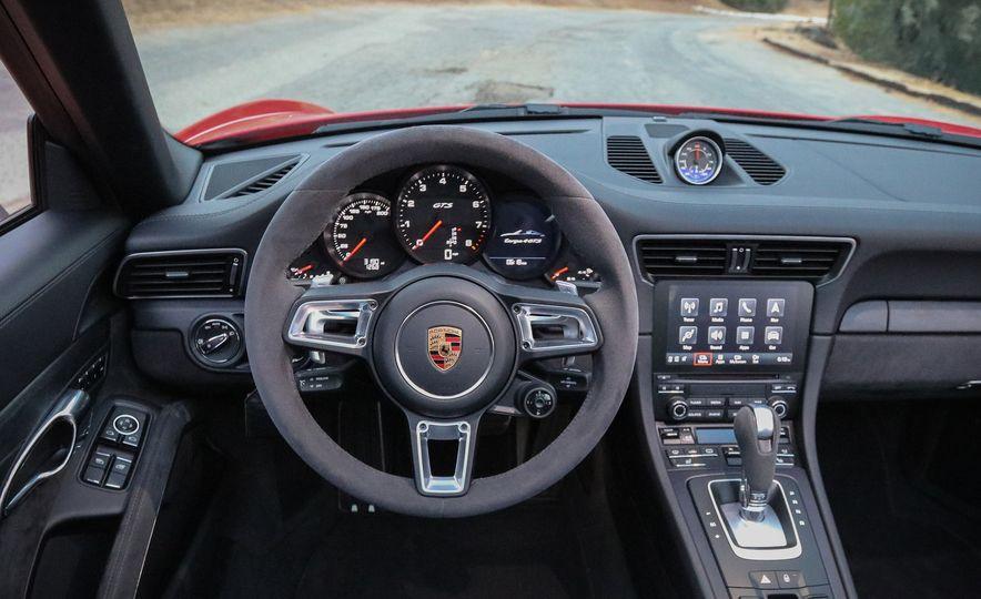 2017 Porsche 911 Targa GTS PDK - Slide 39