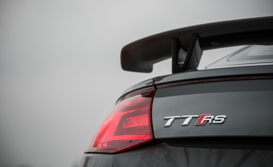 2018 Audi TT RS - Slide 32