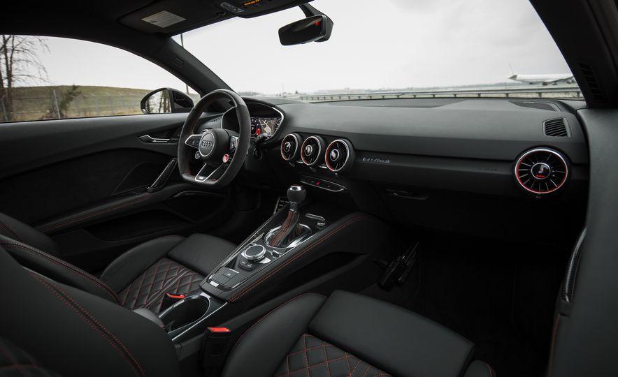 2018 Audi TT RS - Slide 36