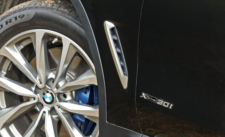 2018 BMW X3 30i xDrive - Slide 28