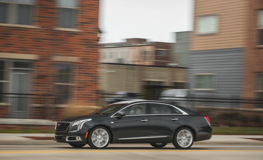 2018 Cadillac XTS V-Sport AWD - Slide 5