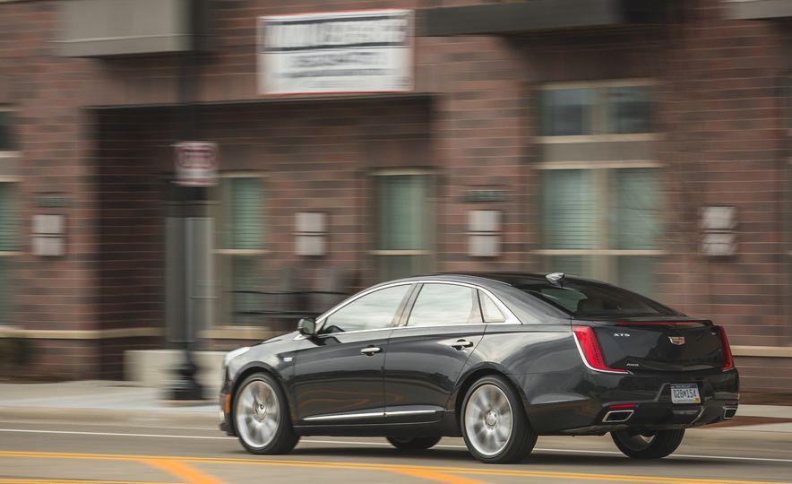 2018 Cadillac XTS V-Sport AWD - Slide 8