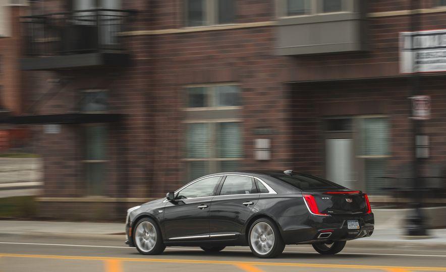 2018 Cadillac XTS V-Sport AWD - Slide 9