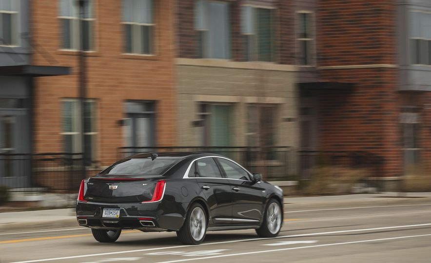 2018 Cadillac XTS V-Sport AWD - Slide 12