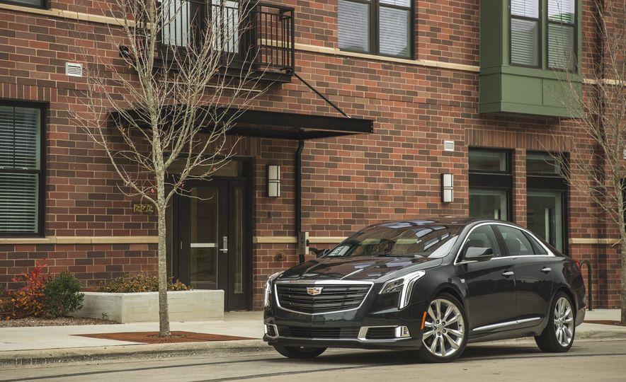 2018 Cadillac XTS V-Sport AWD - Slide 13