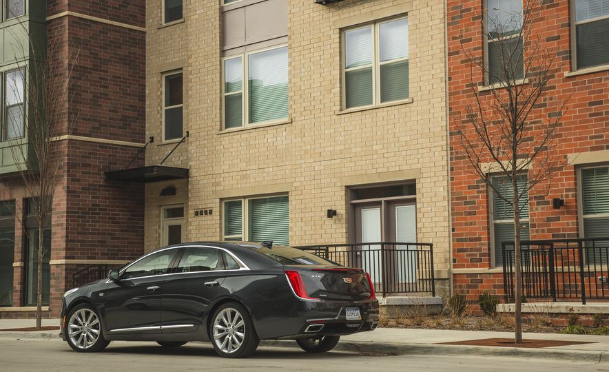 2018 Cadillac XTS V-Sport AWD - Slide 18