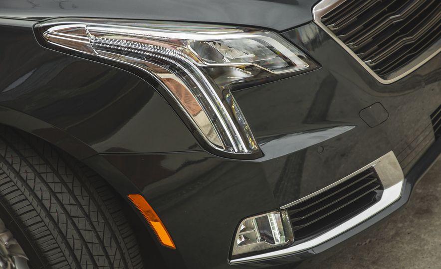2018 Cadillac XTS V-Sport AWD - Slide 23