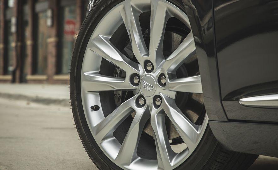 2018 Cadillac XTS V-Sport AWD - Slide 25
