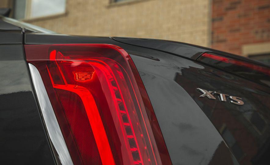 2018 Cadillac XTS V-Sport AWD - Slide 26