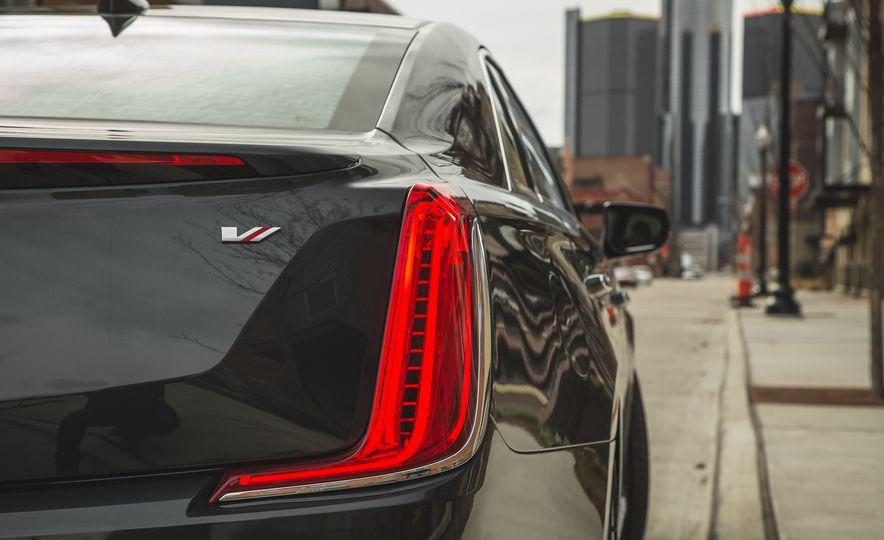 2018 Cadillac XTS V-Sport AWD - Slide 27