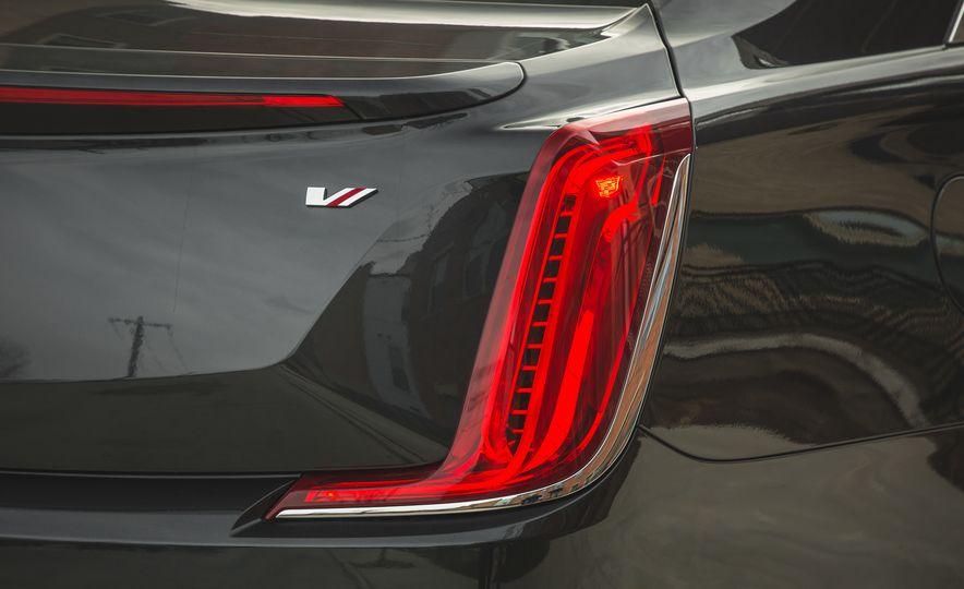 2018 Cadillac XTS V-Sport AWD - Slide 28