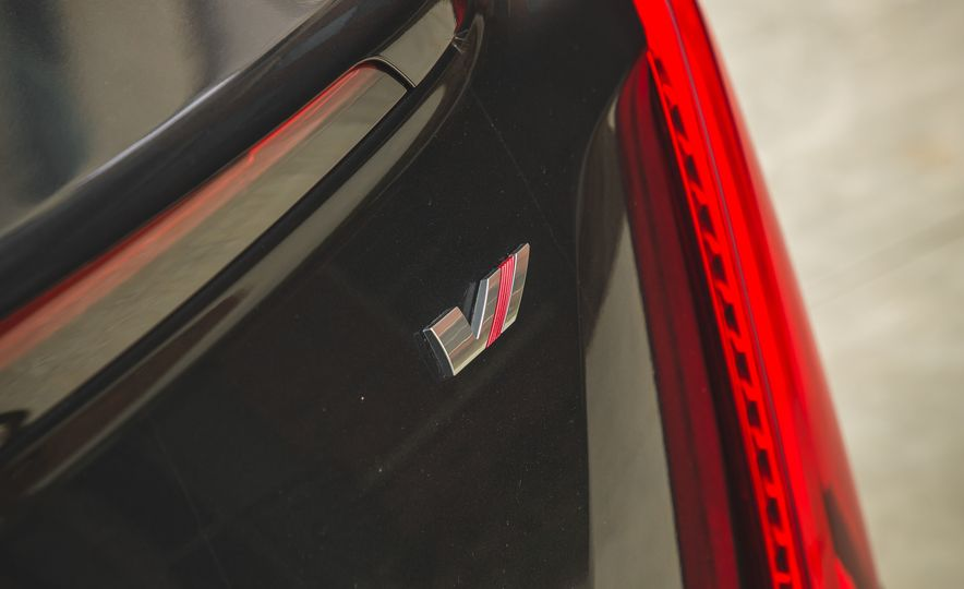 2018 Cadillac XTS V-Sport AWD - Slide 29
