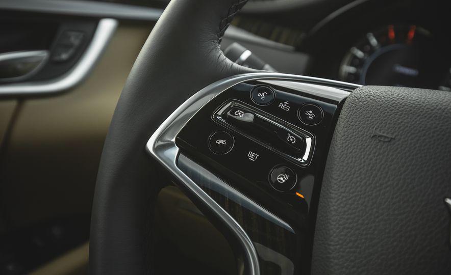 2018 Cadillac XTS V-Sport AWD - Slide 39