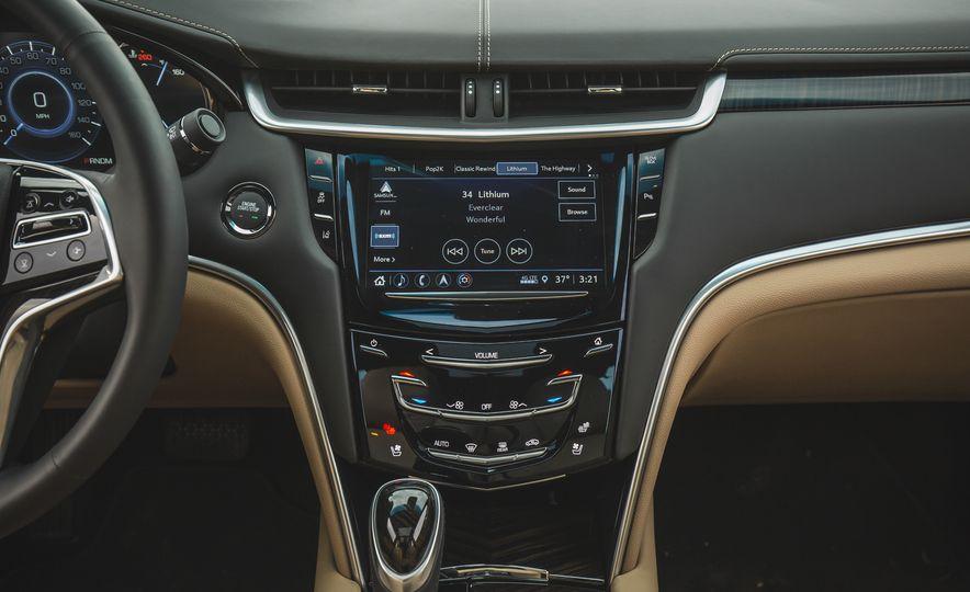 2018 Cadillac XTS V-Sport AWD - Slide 43