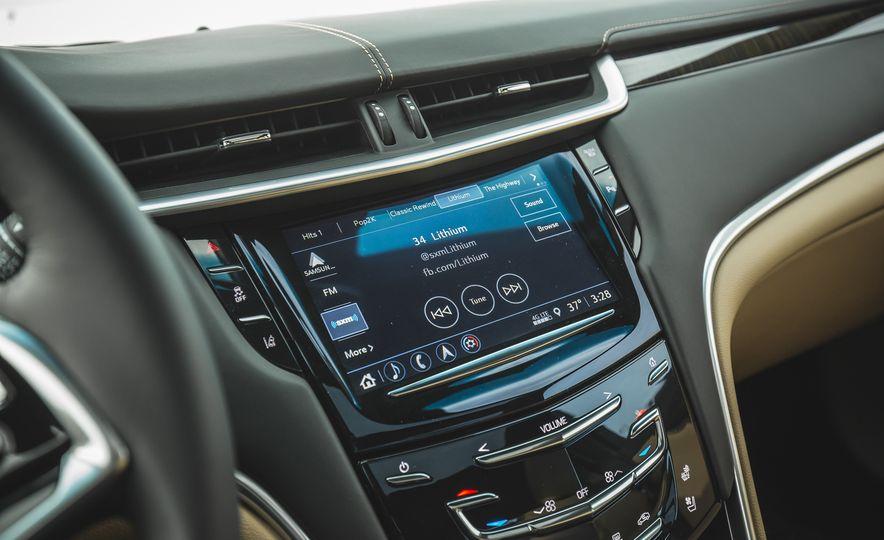 2018 Cadillac XTS V-Sport AWD - Slide 44