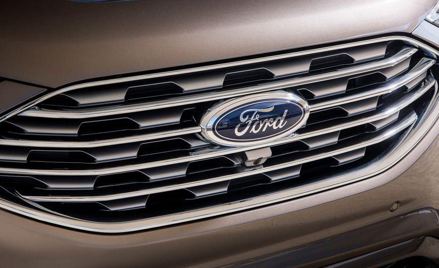 2019 Ford Edge Titanium Elite - Slide 27