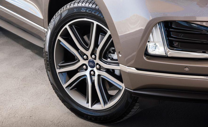 2019 Ford Edge Titanium Elite - Slide 30