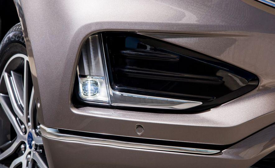 2019 Ford Edge Titanium Elite - Slide 31