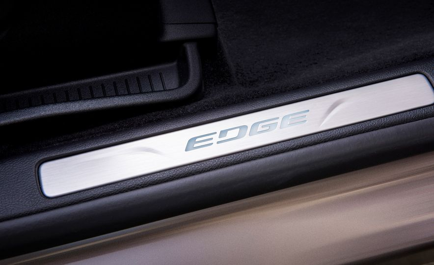 2019 Ford Edge Titanium Elite - Slide 39