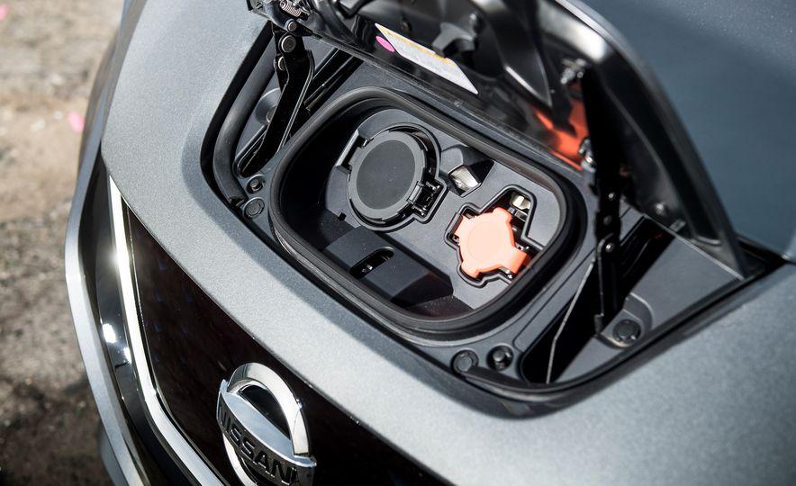 2018 Nissan Leaf SV - Slide 18
