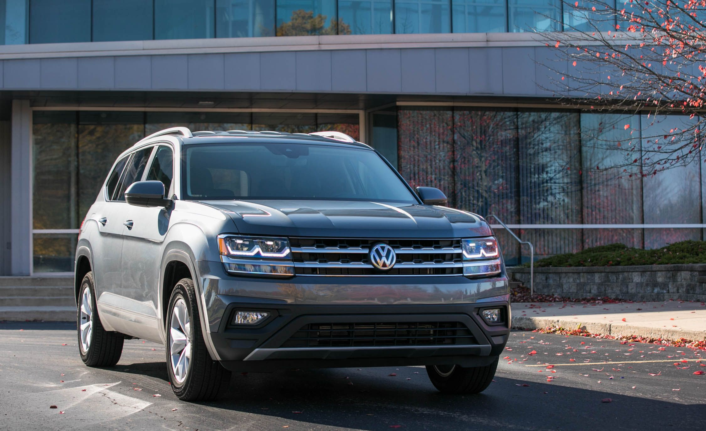 2020 Volkswagen Atlas Reviews Price Photos And Specs Car Driver