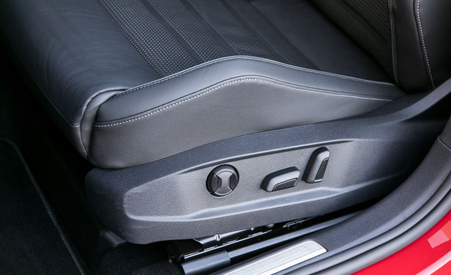 2018 Volkswagen Golf R - Slide 49