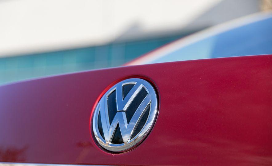 2018 Volkswagen Passat SE 2.0T - Slide 43