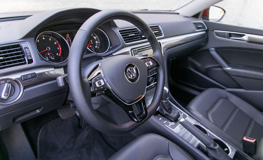 2018 Volkswagen Passat SE 2.0T - Slide 46