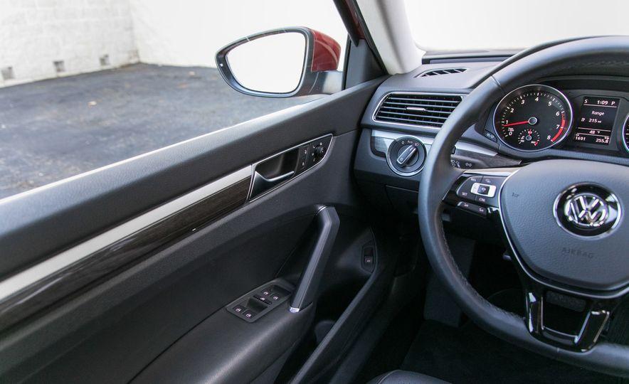 2018 Volkswagen Passat SE 2.0T - Slide 47