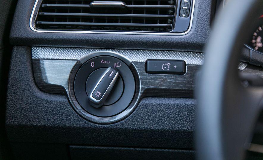 2018 Volkswagen Passat SE 2.0T - Slide 48