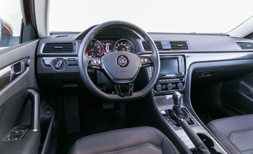 2018 Volkswagen Passat SE 2.0T - Slide 49