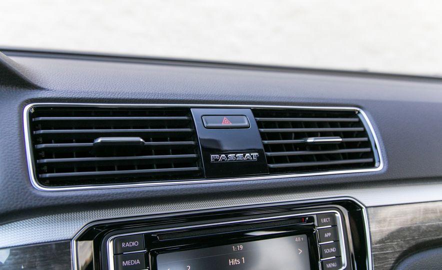 2018 Volkswagen Passat SE 2.0T - Slide 55