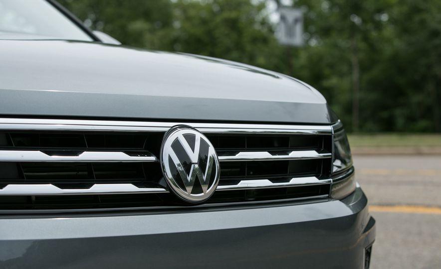 2018 Volkswagen Tiguan SEL 4Motion - Slide 17