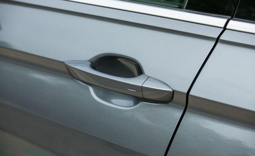 2018 Volkswagen Tiguan SEL 4Motion - Slide 22