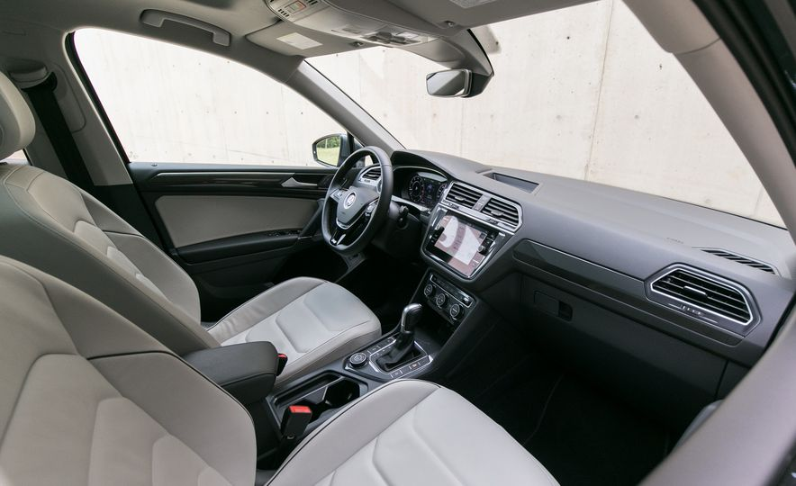 2018 Volkswagen Tiguan SEL 4Motion - Slide 34