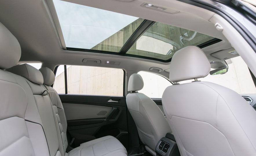 2018 Volkswagen Tiguan SEL 4Motion - Slide 36