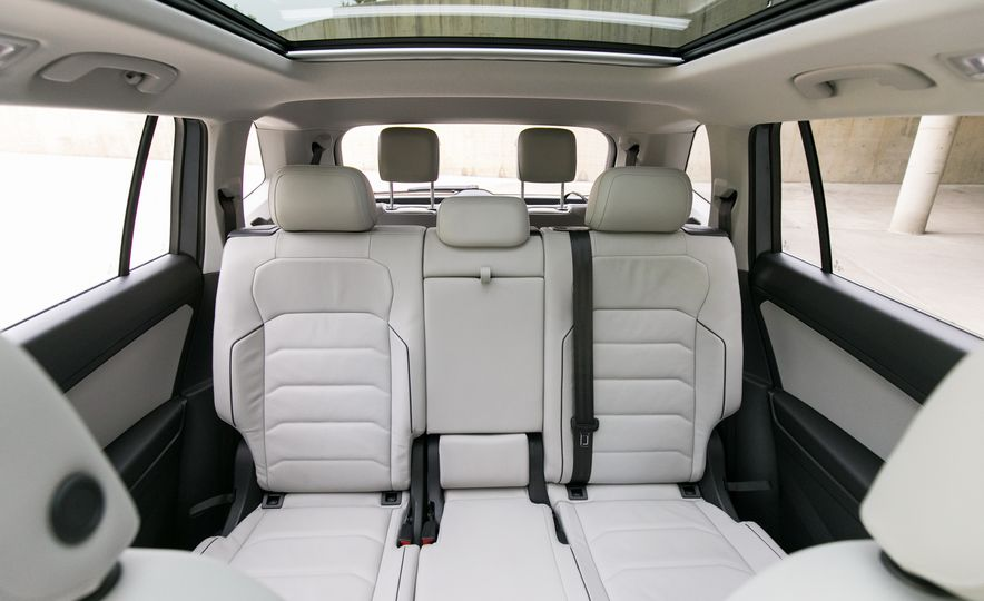 2018 Volkswagen Tiguan SEL 4Motion - Slide 38
