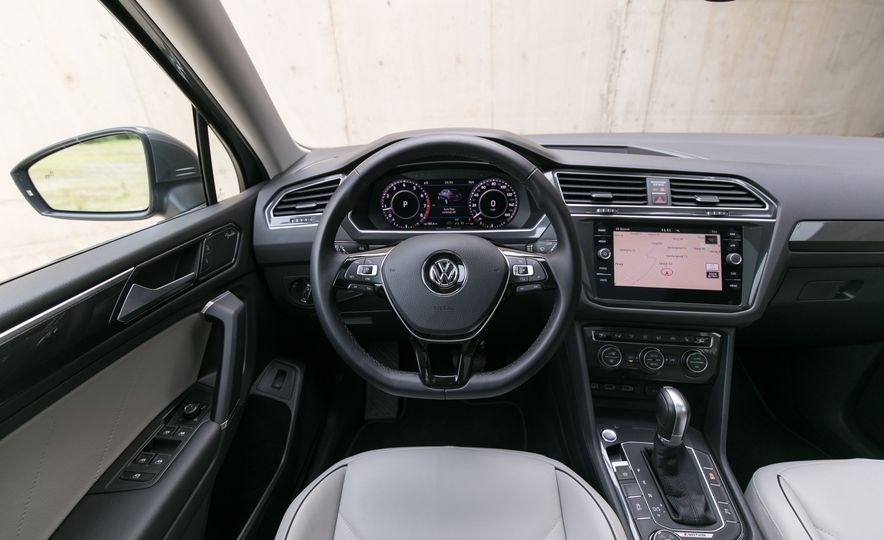 2018 Volkswagen Tiguan SEL 4Motion - Slide 44